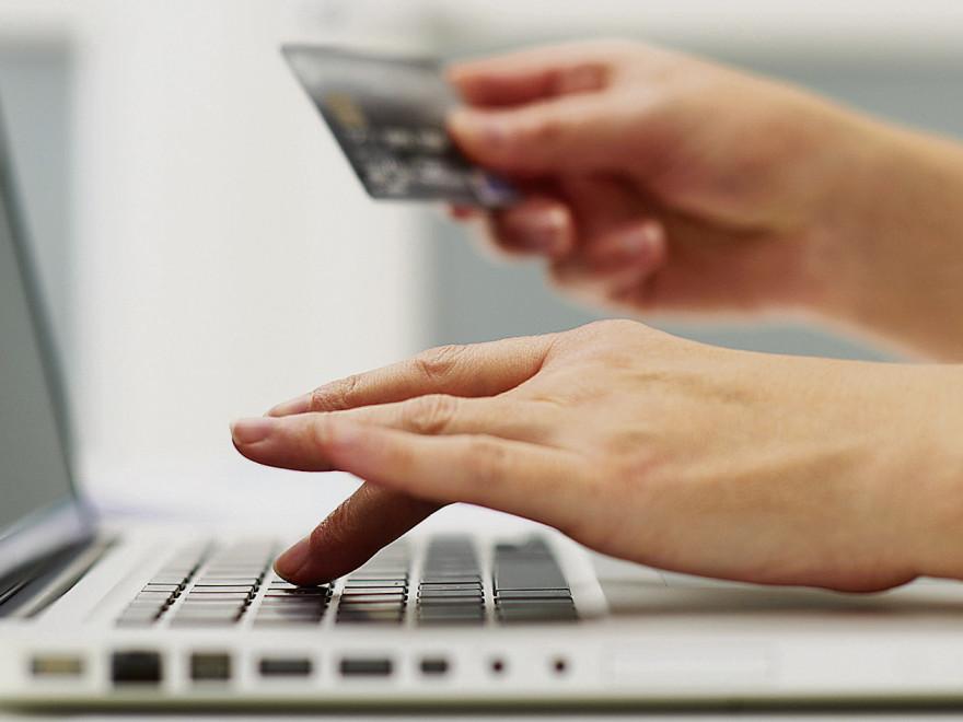 mallcopii-romanii-cumpara-online-care-sunt-riscurile